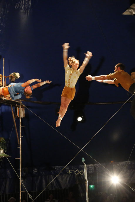cirque_poussiere_N4C3c